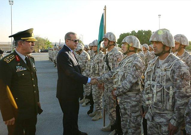 Cumhurbaşkanı Recep Tayyip Erdoğan Katar'daki Türk askerlerini ziyaret etti