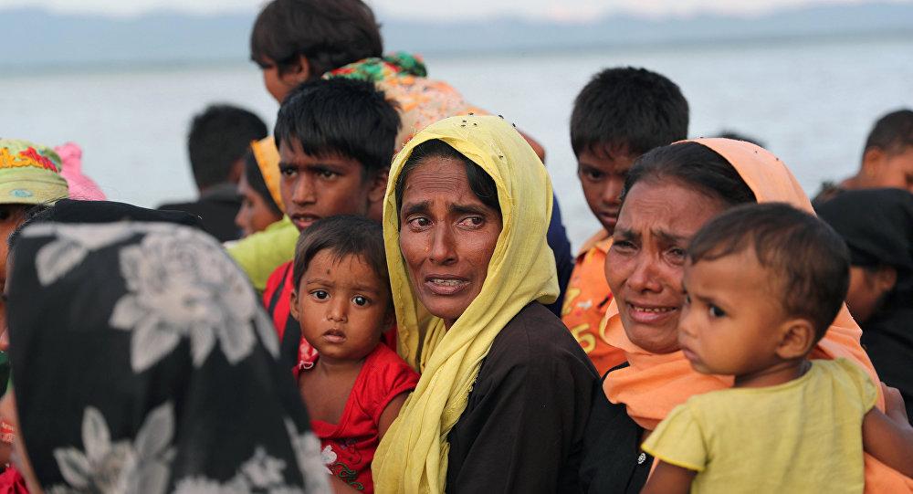 Bangladeş'e tekneyle sığınmaya çalışan bir Arakanlı Müslüman kadın