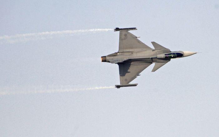 BAE: Katar savaş uçakları, yolcu uçağını taciz etti