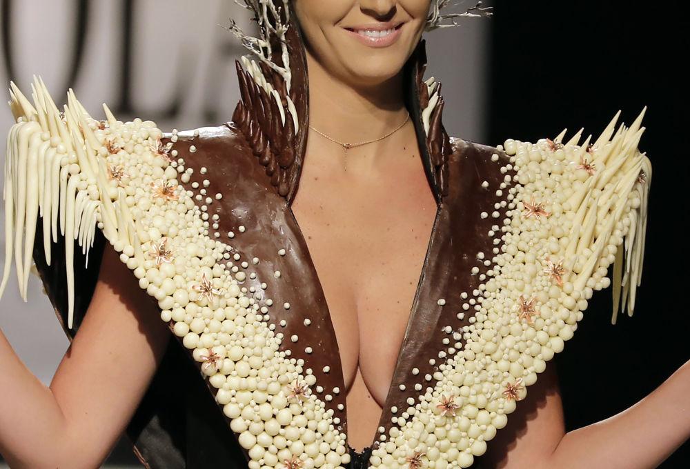 'Tatlı' moda: Beyrut'ta çikolatadan elbiseler sergilendi
