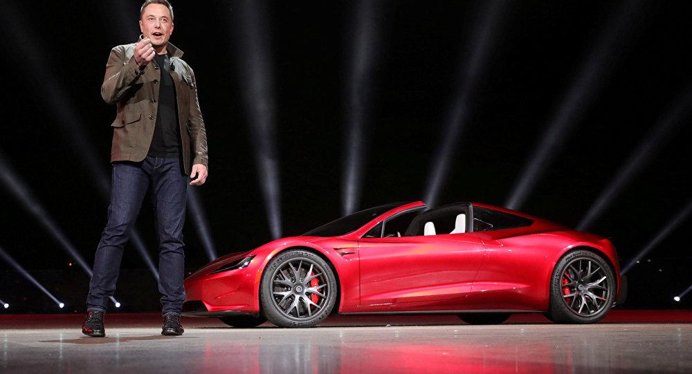 Elon Musk yeni araçlarını tanıttı