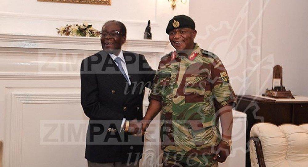 Zimbabve Devlet Başkanı Robert Mugabe ve General Constantino Chiwenga