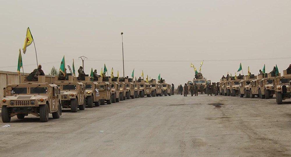 YPG, Deyr ez Zor'da Hummer'larla geçiş töreni yaptı