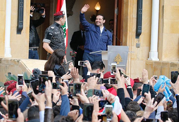 Hariri, Beyrut'taki evinin önünde toplanan destekçilerine seslendi