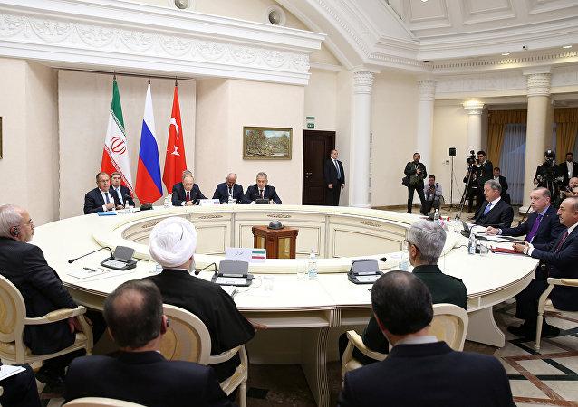 Rusya Devlet Başkanı Vladimir Putin, Cumhurbaşkanı Recep Tayyip Erdoğan ve İran Cumhurbaşkanı Hasan Ruhani