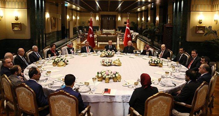 Cumhurbaşkanı Recep Tayyip Erdoğan, Beştepe'de aralarında akademisyen, öğretmen ve sendikacıların da bulunduğu heyeti ağırladı