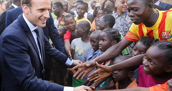 Macron Burkina Faso okul