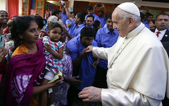 Papa: Arakanlı sığınmacılarla görüşürken ağladım