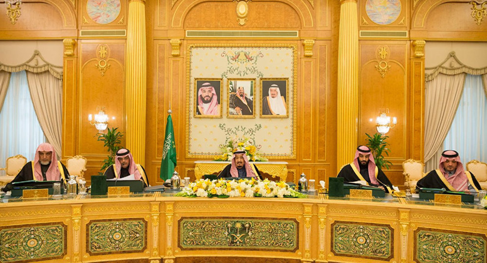 Saudi Kralı Selman oğlu Veliaht Prens kabine toplantısında