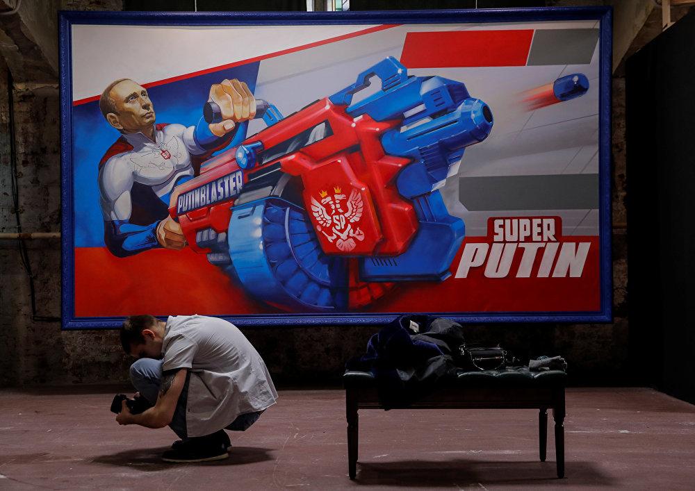 Moskova Çağdaş Sanat Müzesi'nde (UMAM) Rusya Devlet Başkanı Vladimir Putin temalı 'Süper Putin' sergisi açıldı.