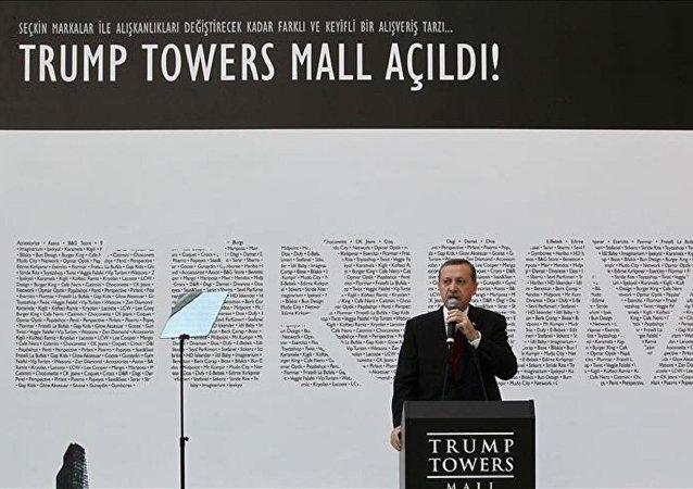 Erdoğan, 2012 yılında Trump Towers'ın açılışında