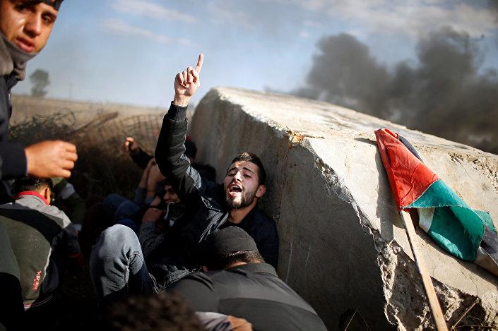 İsrail ordusu, Batı Şeria'da ve Gazze sınırındaki protestolara yaklaşık 7 bin 500 kişinin katıldığını bildirerek, 'olay çıkaran onlarca kişiye karşı ateş açtıklarını' itiraf etti.