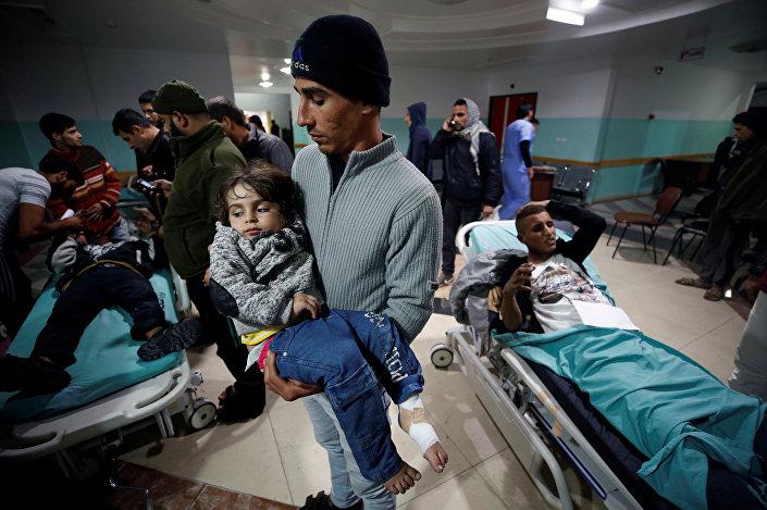 İsrail'in Gazze'ye saldırısında yaralanan Filistinli çocuk