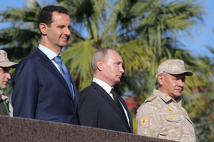 Putin ayrıca, 'teröristlerin Suriye'de kafalarını yeniden kaldırmaları halinde Rusya'nın onları daha önce hiç görmedikleri kadar güçlü saldırılarla vuracağını' belirtti. Putin, Suriye'de ve Rusya'da terörle mücadele için verilen kayıpları unutmayacaklarını da söyledi.