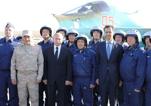 Putin Suriye'deki Hmeymim üssünde