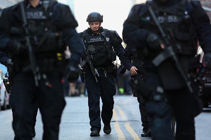 New York Polisi, Manhattan'da patlama haberi gelir gelmez, Liman İdaresi Otobüs Terminali'nde güvenliği sağlamaya koştu.