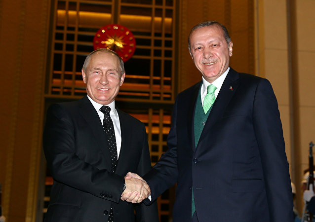 Rusya Devlet Başkanı Vladimir Putin ile Türkiye Cumhurbaşkanı Recep Tayyip Erdoğan, Beştepe'de gazetecilere poz verdi.