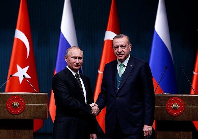 Rusya Devlet Başkanı Vladimir Putin ile Türkiye Cumhurbaşkanı Recep Tayyip Erdoğan
