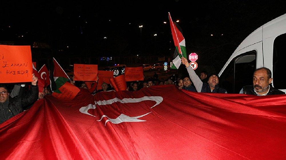 İstanbul'da taksiciler ABD'nin Kudüs kararını protesto etti