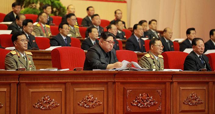 Kuzey Kore lideri Kim Jong-un  Pyongyang'daki 8. Askeri Mühimmat Toplantısı'nda