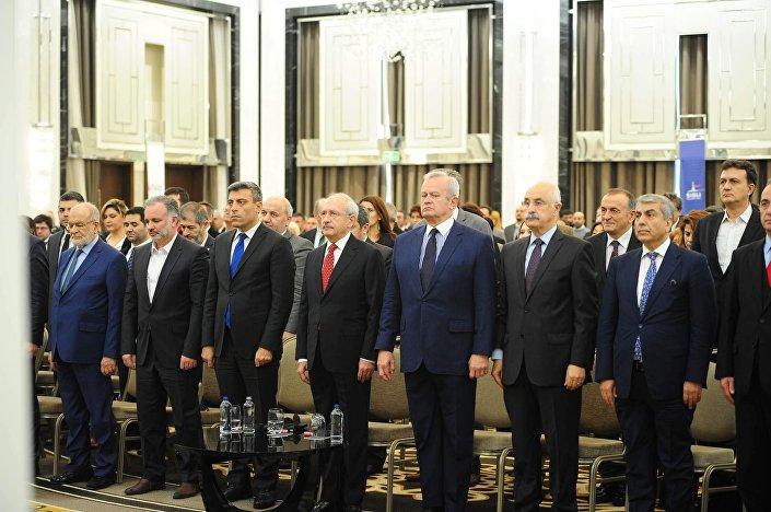 Türkiye Sosyal, Ekonomik ve Siyasal Araştırmalar Vakfı'nca  CHP, HDP, İYİ Parti ve Saadet Partisi'nin katıldığı Ortadoğu konferansından.