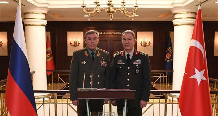 Rusya Genelkurmay Başkanı Valeriy Gerasimov ve Türk mevkidaşı Hulusi Akar