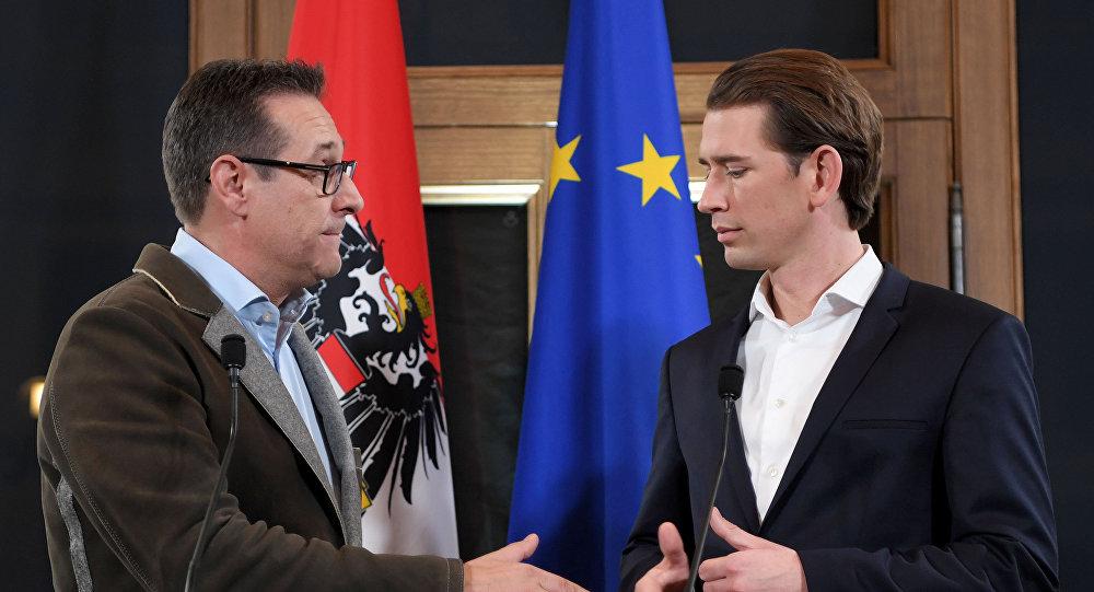 Avusturya'da aşırı sağ hükümete geri döndü