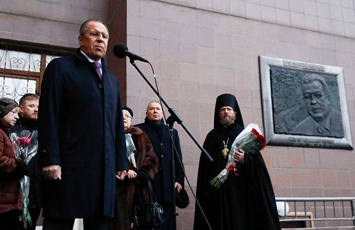 Lavrov, Andrey Karlov adına hazırlanan anıt tabelayı açtı