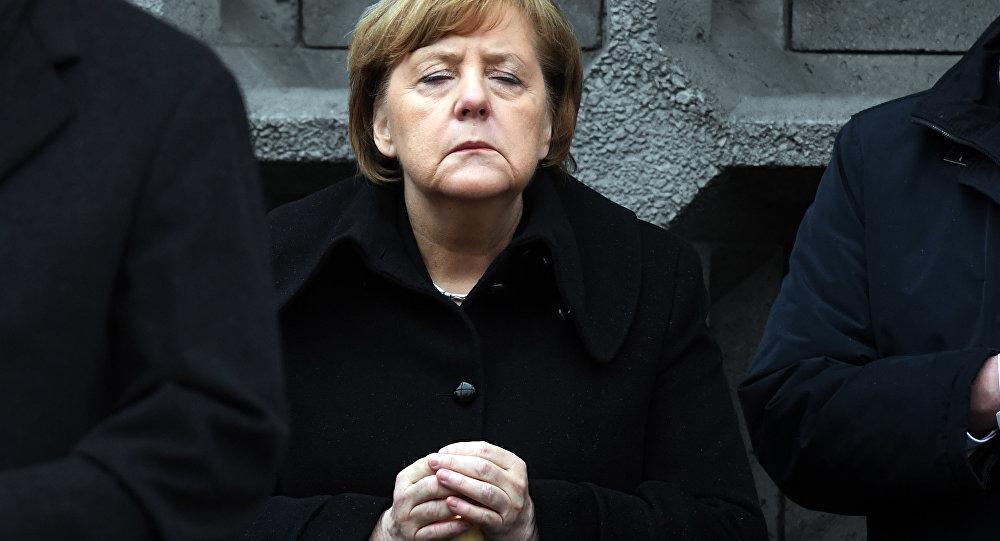 Berlin'deki Noel pazarına TIR'lı saldırının birinci yıldönümünde Angela Merkel