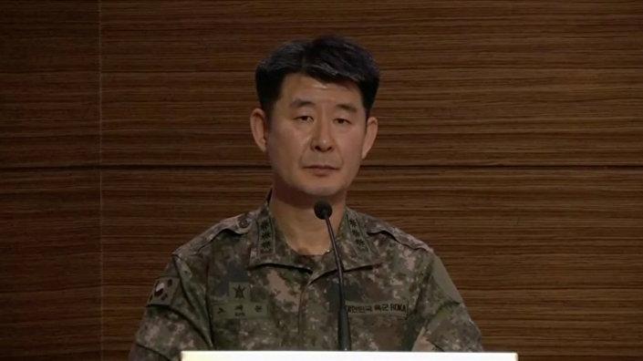 Güney Kore Genelkurmay Başkanlığı Sözcüsü Roh Jae-chon, 19 yaşında olduğu iddia edilen askerin sınırı geçişinin ardından Kuzey Kore tarafından silah sesi duyulmadığını ve askerin bu hareketinin altında yatan nedenin henüz bilinmediğini açıkladı.