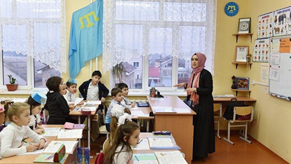 Kırım'da Rus çocuklar Tatarca öğreniyor