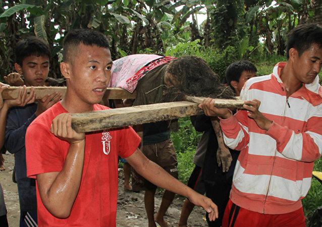 Filipinler'deki tropikal tayfunda ölü sayısı 120'yi geçti