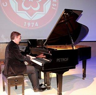 Fransız piyanist Filistin için konser verdi