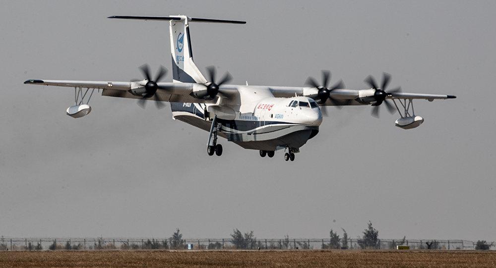 Dünyanın en büyük amfibi uçağı Çin'de deneme uçuşunu gerçekleştirdi