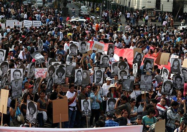 Peru - Alberto Fujimori - af- protesto