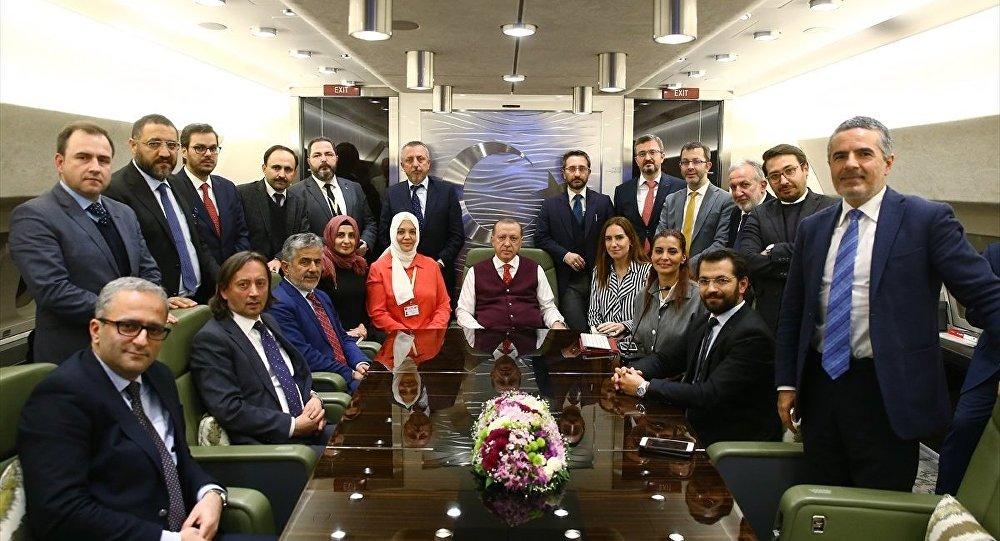 Cumhurbaşkanı Recep Tayyip Erdoğan, Tunus'daki temaslarının ardından Ankara'ya dönerken uçakta gazetecilerle sohbet etti.