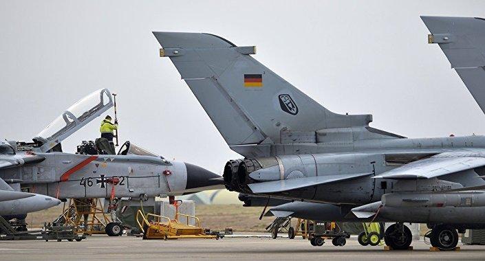 Almanya'nın, İncirlik Üssü'nde konuşlu yaklaşık 260 askeri, bir ikmal uçağı ve Tornado jetleri bulunuyordu.