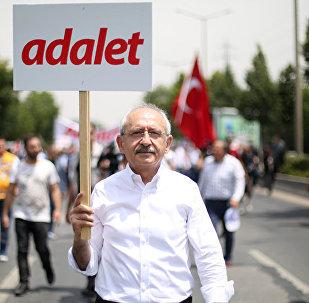 CHP lideri Kılıçdaroğlu, Enis Berberoğlu'nun tutuklanmasını protesto etmek için Ankara'dan İstanbul'a 'Adalet Yürüyüşü' başlattı.