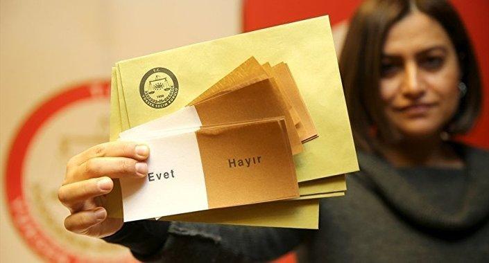 Türkiye'nin yönetim sistemini 'cumhurbaşkanlığı hükümet sistemine' dönüştüren anayasa değişikliği kabul edildi.