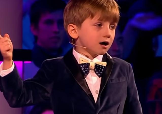 6 yaşındaki Moskovalı Aleksandr, Hamlet tiradıyla dinleyenleri şaşırttı (Video Haber)