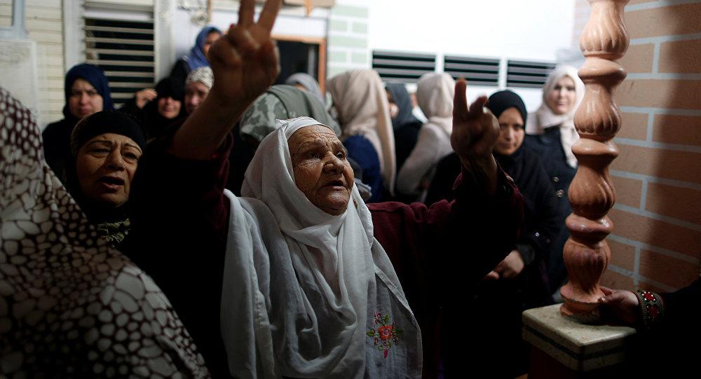 Gazze'de öldürülen Cemal Mesleh'in cenazesinde yakınları