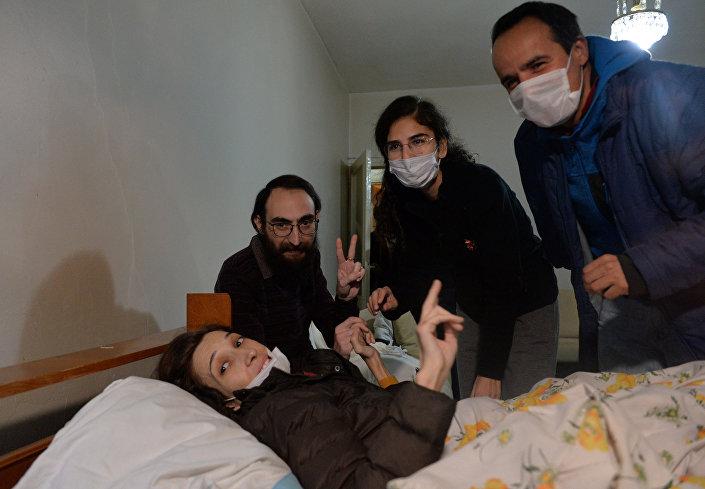 Açlık grevinin 76'ncı gününde tutuklanan Gülmen 1 Aralık'ta adli kontrol şartıyla tahliye edilirken; Özakça tüm suçlamalardan beraat etti. Eğitmenlerin açlık grevi 2017 sonu itibariyle devam ediyor.