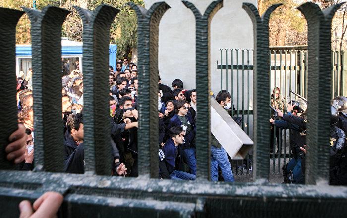 İran'da gösterilerde 12 kişi öldü yüzlerce yaralı ve tutuklu var