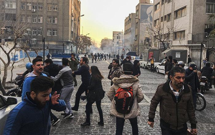 İran gösterilerin bilançosu: 30 ölü binlerce gözaltı