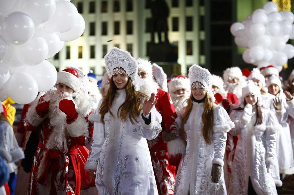 Belarus'un başkenti Minsk'te düzenlenen Ayaz Dede ve Kar kızları
