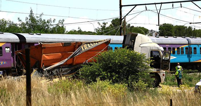 Güney Afrikada yolcu treni ile kamyon çarpıştı: 12 ölü, 268 yaralı 96