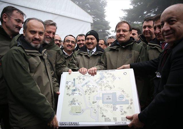 Başbakan Yardımcısı Hakan Çavuşoğlu ile Orman ve Su İşleri Bakanı Veysel Eroğlu,