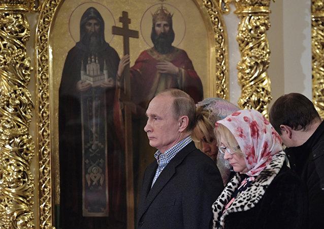 Rusya Devlet Başkanı Vladimir Putin St. Petersburg'daki St.Simeon ve Anna Katedrali'ndeki Noel ayinine katıldı.