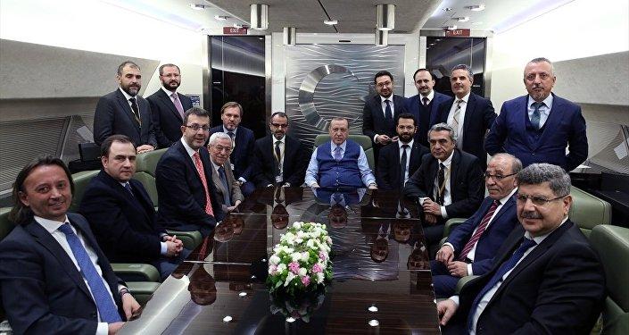 Cumhurbaşkanı Recep Tayyip Erdoğan gazetecilerle