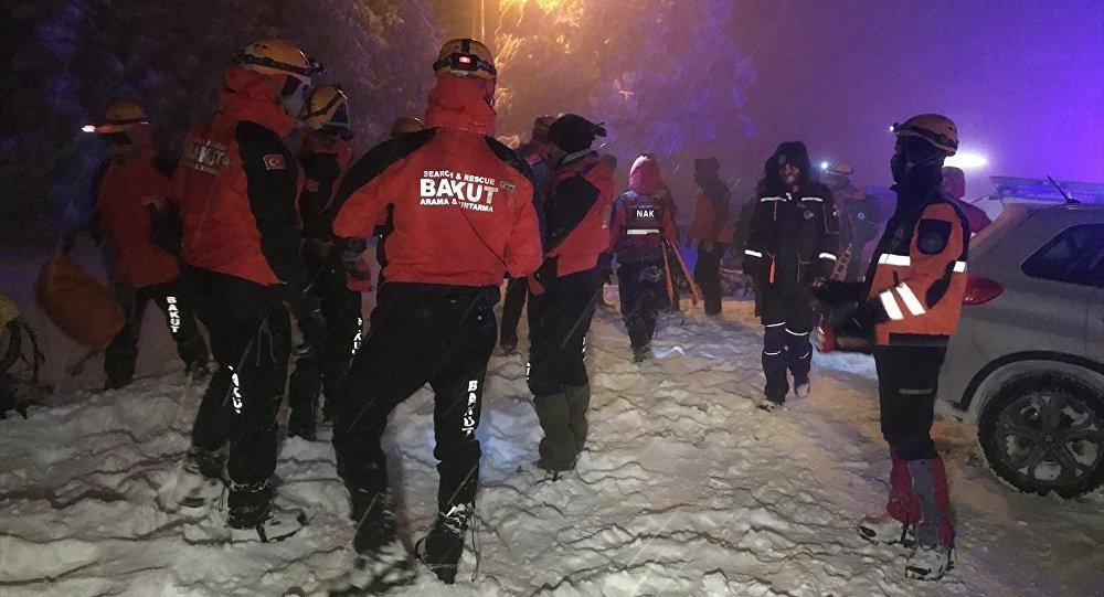 Uludağ'da kaybolan grubu bulmak için arama çalışmaları